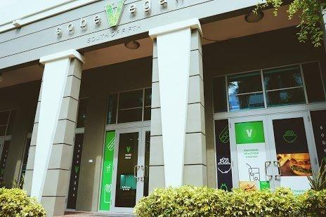 Best-Vegan-Food-Miami-SoBeVegan-South of Fifth Outside View-10-6-19